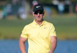 Does David Duval still play golf?